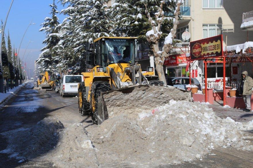 10.01.2019-belediye'nin-kar-mesaisi-suruyor-2.jpg