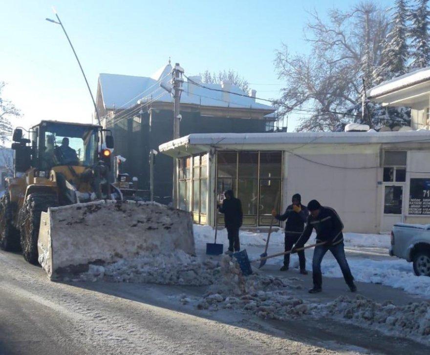 10.01.2019-belediye'nin-kar-mesaisi-suruyor-4.jpg
