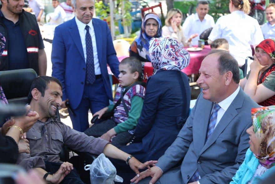 15.04.2019-baskan-oprukcu,-engelli-vatandaslar-ve-aileleri-ile-bir-araya-geldi-3.jpg