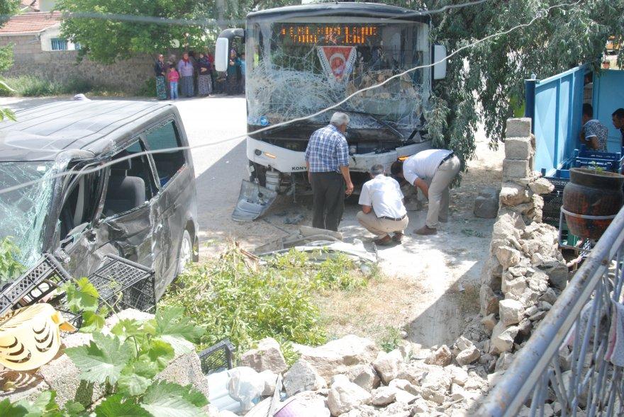 karapinar_belediye_otobusu_kaza_10_yarali-(4).jpg