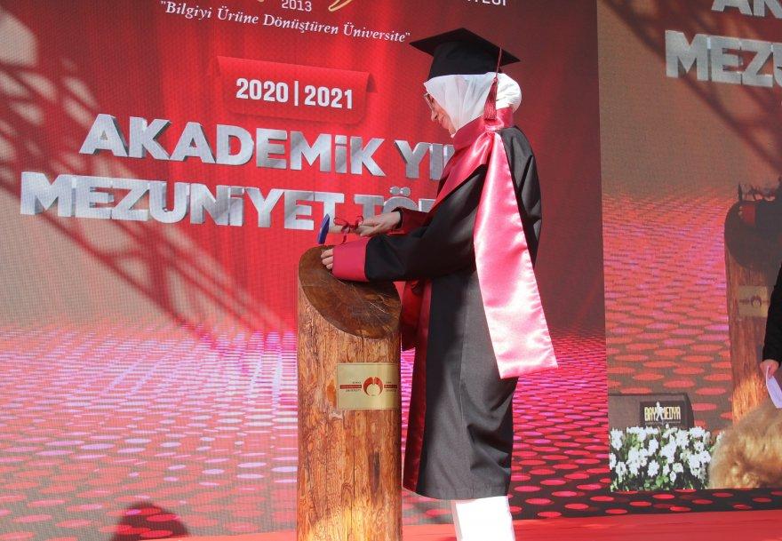 kgtunun-ilk-mezuniyet-toreni-004.jpg